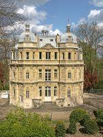 450px-Maison_Dumas_Château_de_Monte-Cristo_01